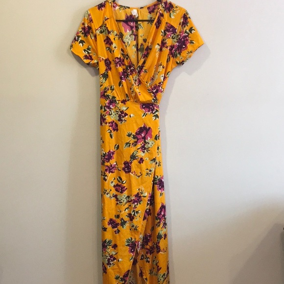 Dresses & Skirts - Yellow Floral Wrap Dress Size M